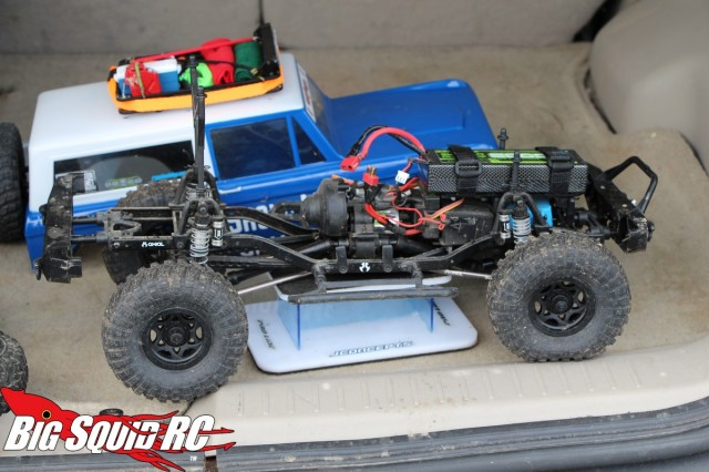 axial scx10 with waterproof hitec servo