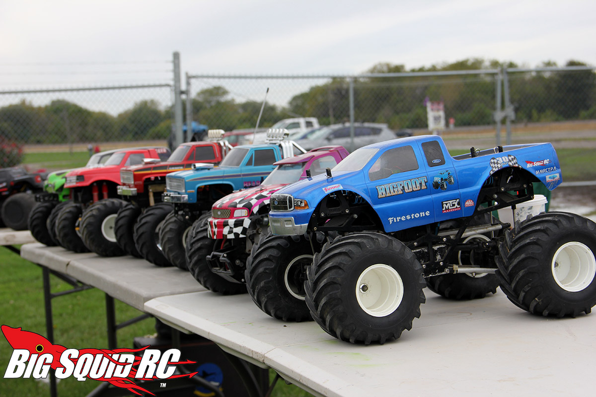 mini rc trucks with Everybodys Scalin For The Weekend Bigfoot 4x4 Monster Truck Spooktacular on 3 also Lego Technic Motorized Excavator 8043 as well Stars And Stripes Red White And Blue Bikinis together with A Masterful Way Of Driving A Heavy Truck Kirovets K 700 Tons Of Load further Vaterra Rc 2015 Ford Mustang Body.