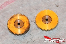 The broken gear is on the left, the replacement is on the right.