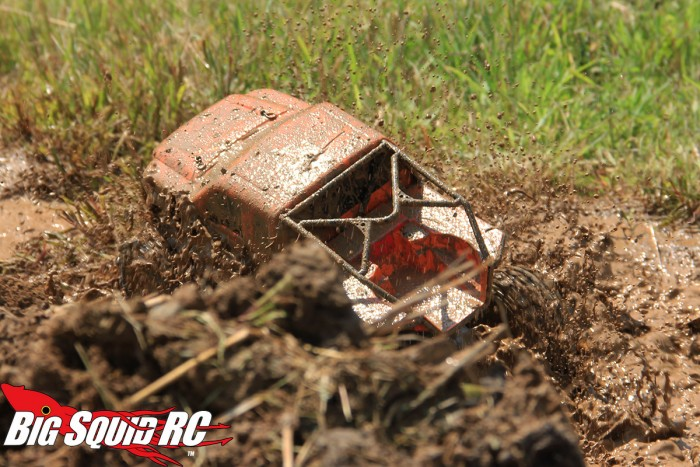 axial-scx10-mudding-teaser