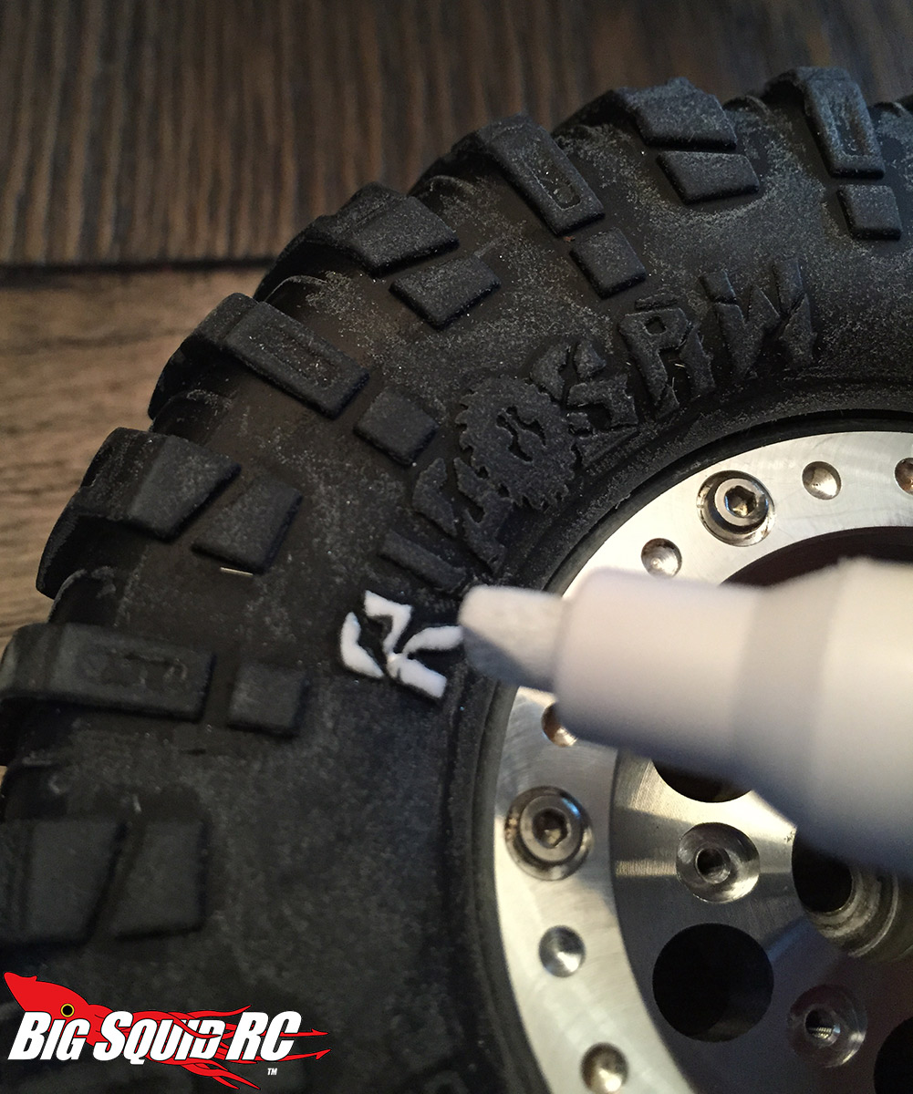 axial dingo white tire lettering3