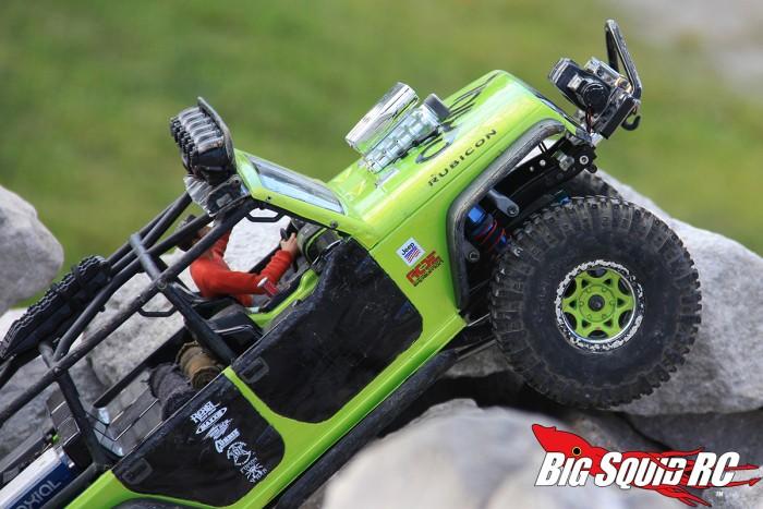 axial-scx10-jeep-crawling