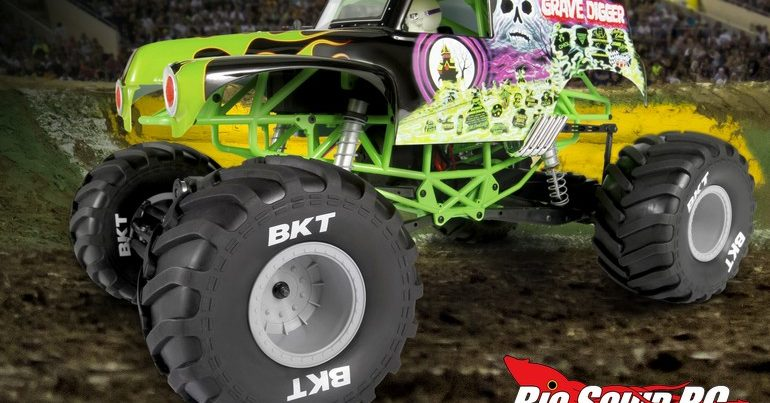 Axial SMT10 Grave Digger Monster Jam Truck